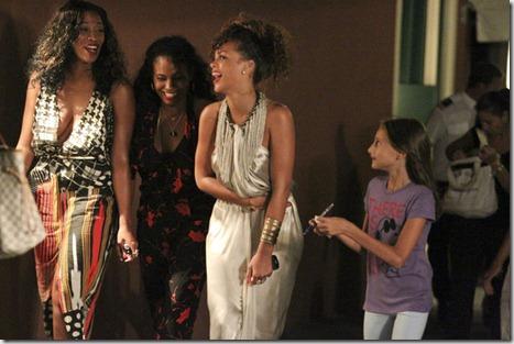 Rihanna Rihanna Shops Around Portofino Marina b_HlmMILeSql