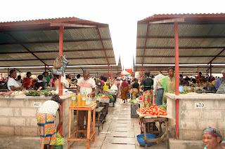 Une vue des commercants et cliens au Marché de Matete (Kinshasa/RDC), Ph. Aimé-NZINGA