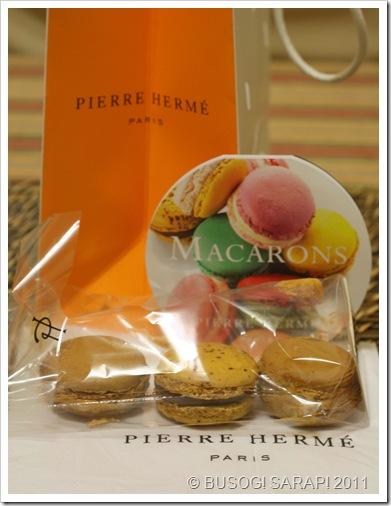 PIERRE HERME MACARONS© BUSOG! SARAP! 2011