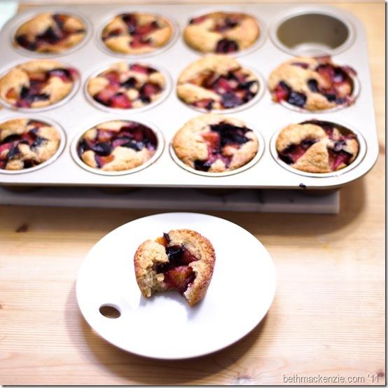 plum cobbler muffins35