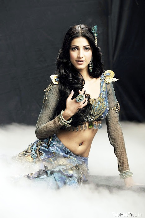 Shruti Hassan Latest Pics in Indian Style 6