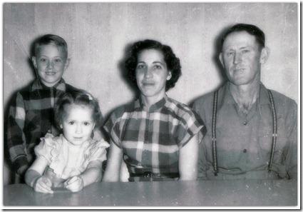1952 - Rankin Farm S of Edmondson, Tx - Jon, LaVon, Trudy, Bill DeRusha-001