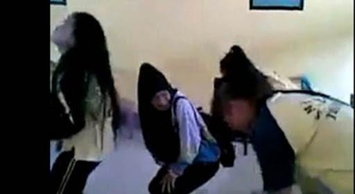 siswa joget gerakan sholat