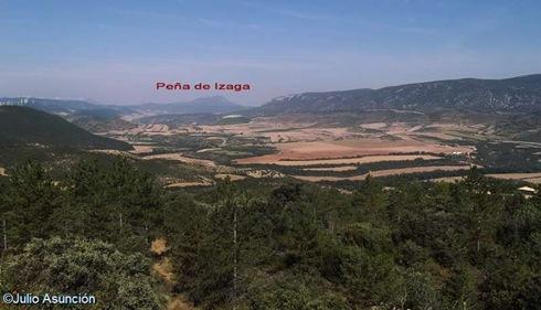 Panorámica desde el Castro El Castellar con indicación de la Peña de Izaga