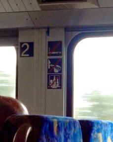 Hinweisschilder in Eisenbahn