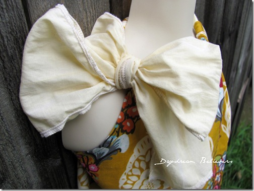 extra large bow detailing on The Baila