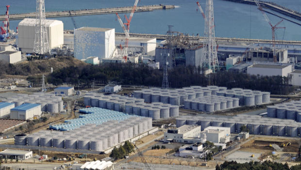 Cylindrical tanks built for storage of polluted water are seen near the four reactor buildings, at the tsunami-devastated Fukushima Daiichi nuclear power plant, 10 February 2013. On 27 July 2013, TEPCO said it had detected 2.35 billion becquerels of cesium per liter from water in an underground passage at the crippled plant that is seeping into the sea, roughly the same level as seen in a contaminated water leak into the sea in April 2011 shortly after the nuclear disaster the preceding month. Photo: AP / Kyodo