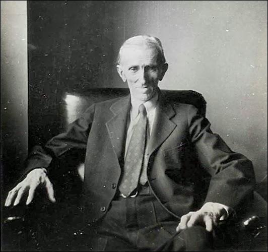 Nikola_Tesla_sedi
