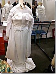 花嫁衣裳の着付け (1)