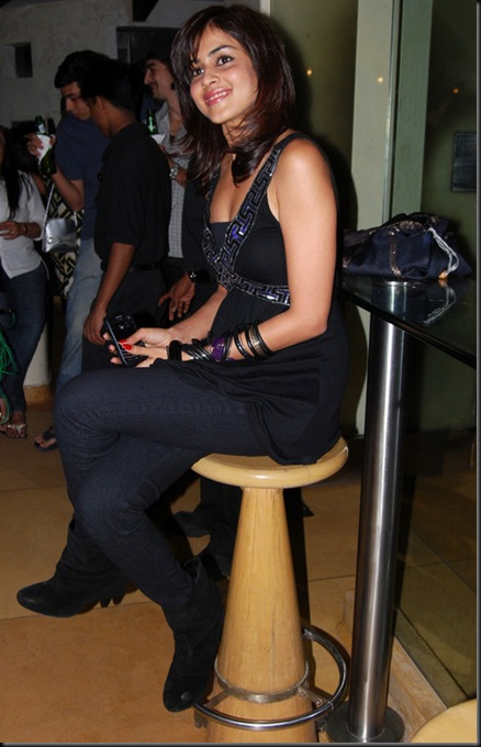 Genelia-DSouza-at-Launch-Party-of-UTV-Bindass-New-Show-Big-Switch