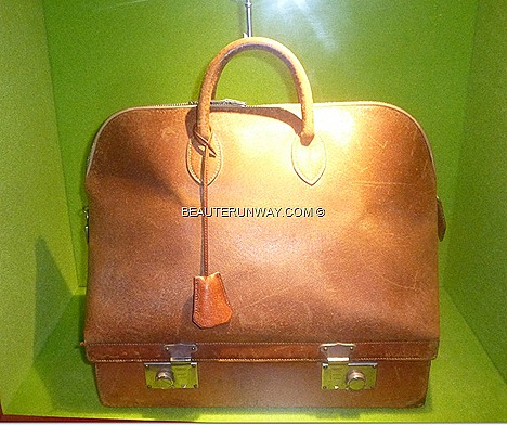 HERMES THE GIFT OF TIME 2012 FRANCE Paris Fall Winter 2013 HONG KONG SINGAPORE collection BAG SILK SCARF BIRKEN WATCH CLOCK LEATHER GOODS FASHION ACCESSORIES Marina Bay Sands Scotts Square Liat Tower TANJONG PAGAR RAILWAY STATION