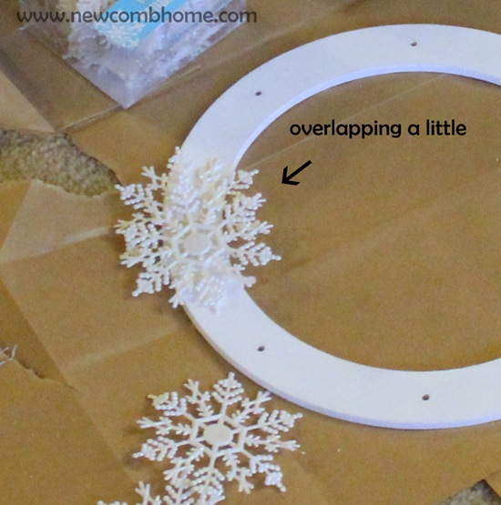now-to-make-a-snowflake-wreath