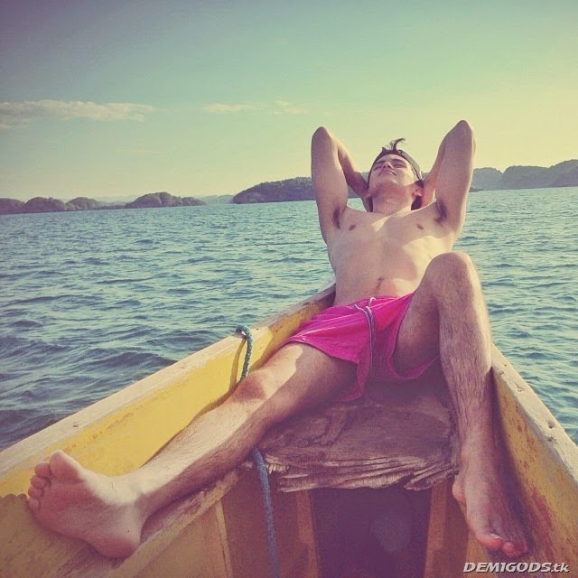 James Reid Shirtless (5)