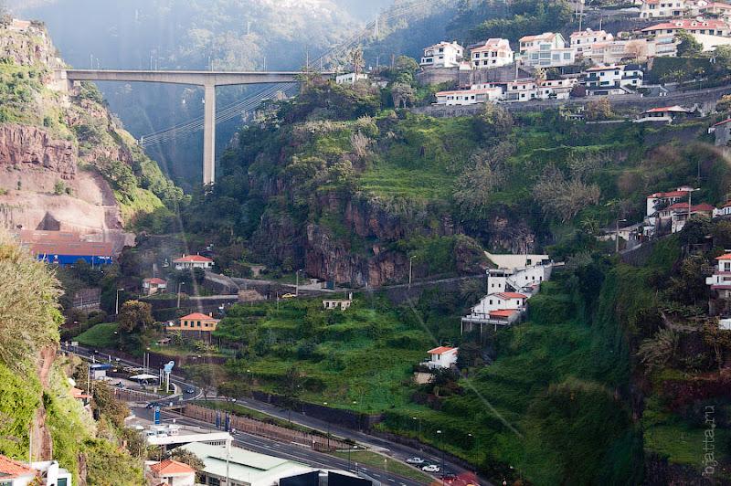 """13. """"Т""""-образный мост, начинающийся прямо из туннеля и в него-же уходящий. Канатная дорога. Фуншал. Мадейра. Круиз на Costa Concordia."""