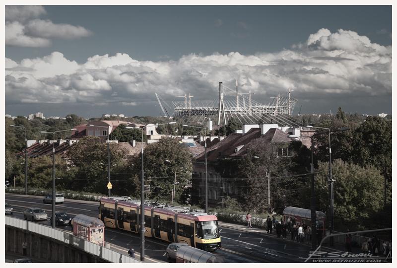 Warszawa, Plac Zamkowy. Widok na Narodowy. Swoją drogą wczorajszego wieczora m.in. z tej perspektywy można było podziwiać popisowe podświetlenie Narodowego. http://youtu.be/6lm4h1FJ4qQ