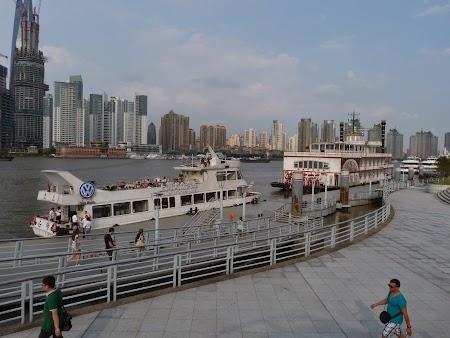 05. Plimbare cu barca in Shanghai.JPG