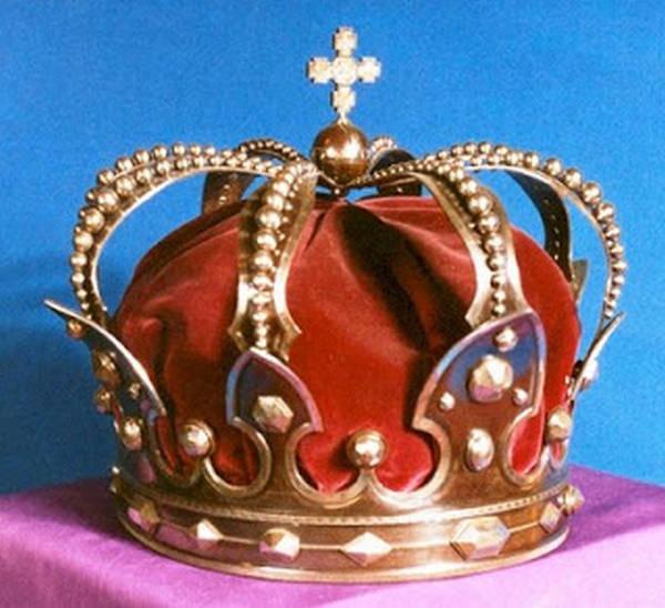 1- A Coroa de aço
