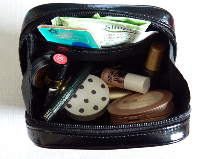 whats-in-my-train-makeup-case