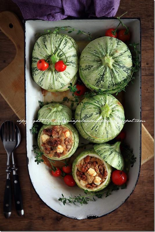okrągłą cukinia zapiekana z cebulką, orzechami włoskimi i serem feta (9)