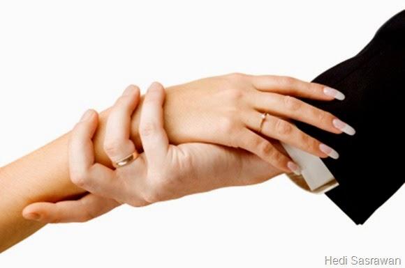 Hands on wedding