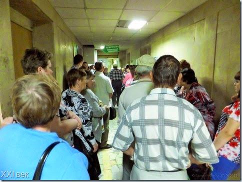 Стоячая очередь в регистратуру онкополиклиники