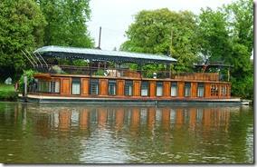 4a palatial houseboat