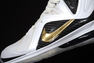 nike lebron 9 ps elite white gold home 9 06 kenlu LeBron 9 P.S. Elite White/Gold (Home) & Black/Gold (Away)