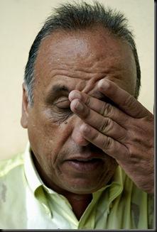 O vice governador Pezao fala com jornalista em Hospital de campanha da Marinha Brasileira em Nova Friburgo, Rio de Janeiro,Brazil, Janeiro 15, 2011.  (Austral Foto/Renzo Gostoli)