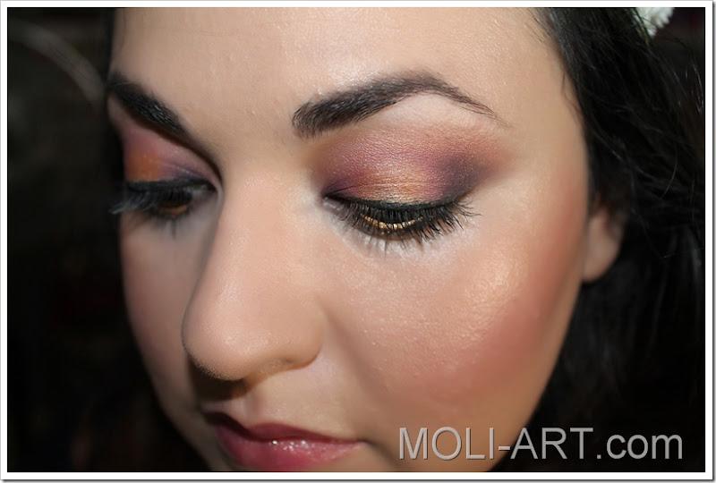 look-maquillaje-dorado-y-morado-granates-2