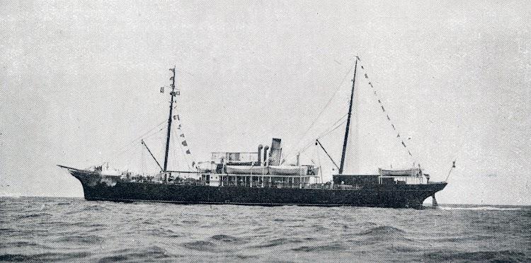 Detalle del BELLVER navegando ya bastante modificado. MEMORIA DE LA COMPAÑÍA TRASMEDITERRANEA. AÑO 1950..jpg