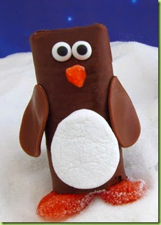Chrismtas edible crafts, kids crafts, holiday chocolate treats, penguin snack cakes, Ho Ho penguins, Swiss Roll penguins
