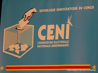 Enseigne de la Ceni. Radio Okapi/ Ph. John Bompengo