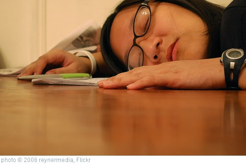 'Girl spleeping on desk' photo (c) 2008, reynermedia - license: https://creativecommons.org/licenses/by/2.0/
