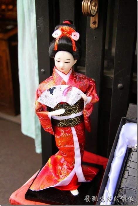 好漂亮的日本和服娃娃。