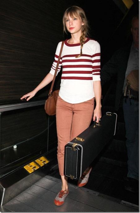 Taylor Swift Arriving Flight LAX xijzTD_CXYxl