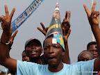 Des partisans de l'UDPS  le 26/11/2011 le long du boulevard Lumumba à Kinshasa, lors de l'arrivé d'Etienne Tshisekedi en provenance du Bas-Congo. Radio okapi/ Ph. John Bompengo