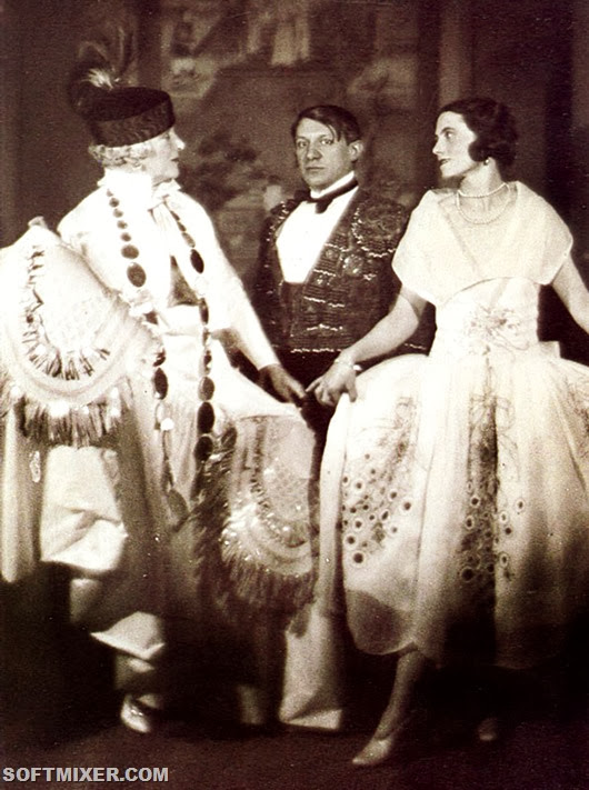 Picasso-et-Olga-au-bal-du-comte-de-Beaumont_Paris_1924_Photo-Man-Ray