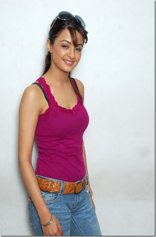 Surveen-Chawla-new hot pic2
