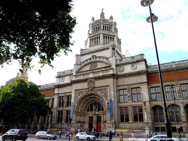 victoria-and-albert-museum-london.JPG
