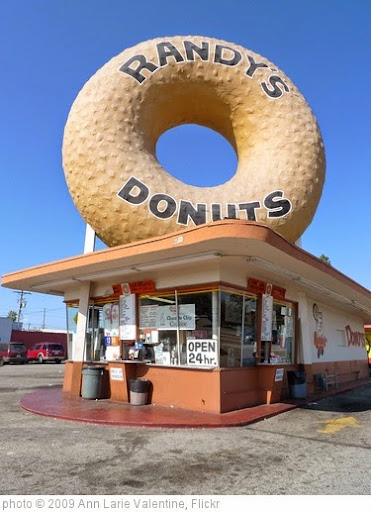 'Randy's Donuts' photo (c) 2009, Ann Larie Valentine - license: https://creativecommons.org/licenses/by-sa/2.0/