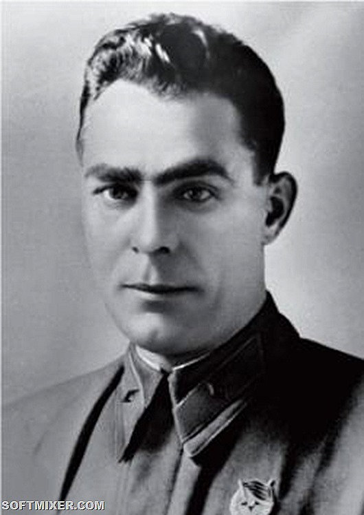 Бригадный_комиссар_Л._И._Брежнев._1942_год