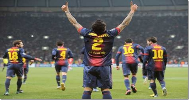 TOPSHOTS<br />Barcelona's defender Daniel Alves (C) celebrates scoring against Spartak Moscow in Moscow on November 20, 2012, during their UEFA Champions League group G game. AFP PHOTO / ALEXANDER NEMENOV<br />