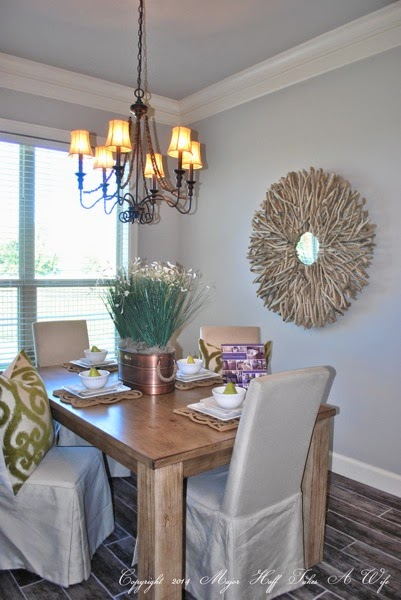 Dining room with stick art frame