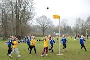 Schoolkorfbaltoernooi ochtend 17-4-2013 029.JPG