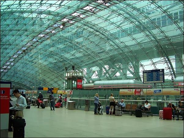 صالة الركاب في مطار فرانكفورت