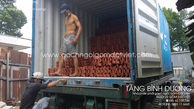 Ngói 22 Gốm Đất Việt trên xe container