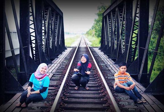 landasan keretapi