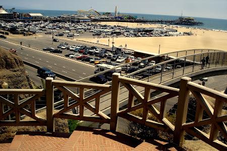 4. Pod peste autostrada care trece pe langa plaja. Mai departe avem parcul.JPG