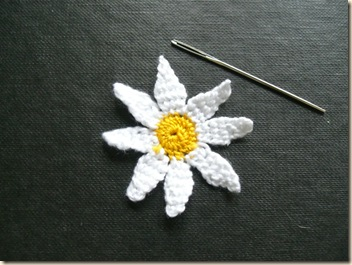 Tiny needle lace daisy - 3-d