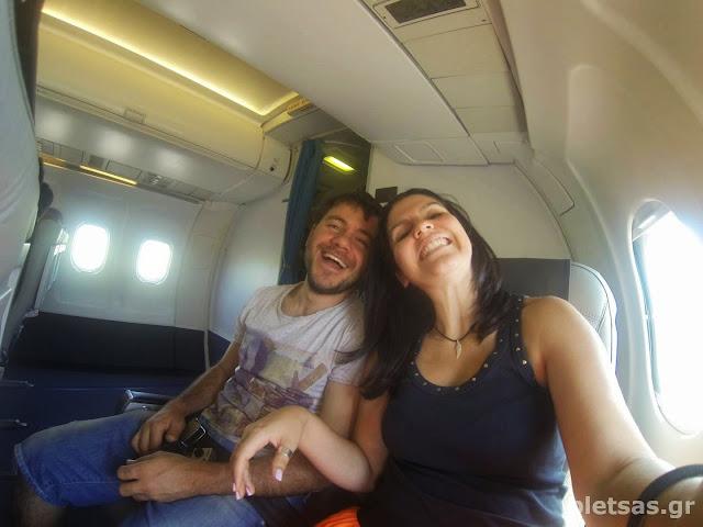 Μέσα στο αεροπλάνο.. καθομαστε πισω πισω